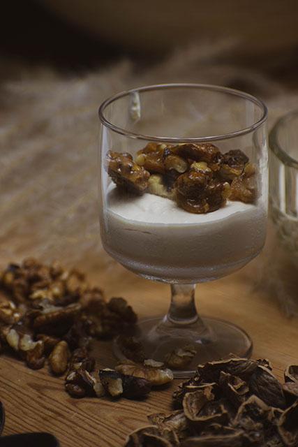 Μπαβαρουάζ-με-καραμελωμένα-καρύδια-My-Sofras-Συνταγές-από-τη-Γεωργία-Θωμοπούλου